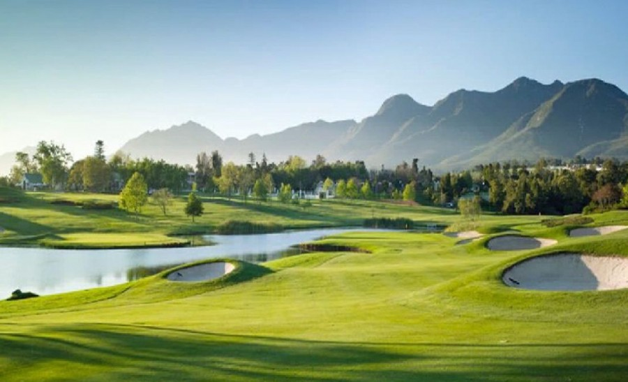 the fancourt outeniqua courses lovely golf course situated in vibrant south africa